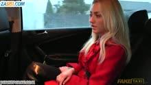 Скриншот для Таксист вывез блондинку за город и трахнул