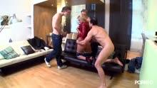 Скриншот для Трое парней не жалеют задницу блондинку