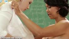 Скриншот для 18 летние студентки устроили анальное лесбийское порно