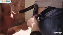 Скриншот для Ненасытная блондинка кувыркается с мужиком на улице
