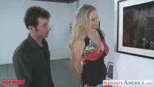 Скриншот для Поц охмурил грудастую блондинку на выставке