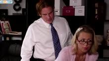 Скриншот для Директор наказал худеькую работницу сексом