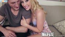 Скриншот для Блондинка сама разделась и раздвинула ноги