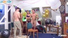 Скриншот для Новогодняя вечеринка перешла в групповое порно