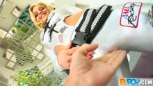 Скриншот для Красотка в секс костюме трахается перед камерой