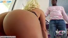 Скриншот для Зрелая блонди в чулках любит межрассовое порно