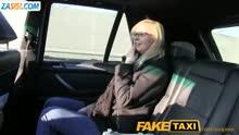 Скриншот для Таксист отымел зрелую блондинку в машине