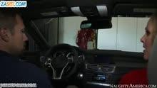 Скриншот для Сисястую бабу трахнули возле машины