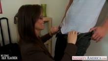 Скриншот для Горячая бабенка зажала молодого студентка в кабинете