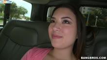 Скриншот для Чувак шпарит жопастую молодку в машине